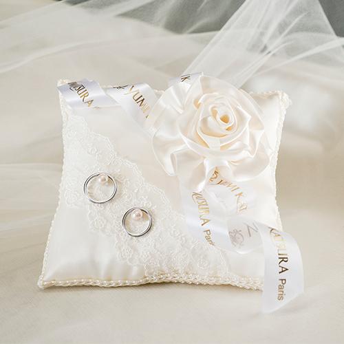 ブライダルファッションデザイナー桂由美さんのブライダルファッションデザイナー桂由美さんのリングピロー〔ローズユミエレガンス〕手作りキット